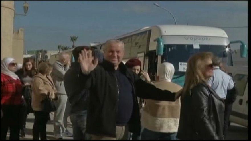 سياح سوريون يصلون تونس من دمشق في أول رحلة جوية منذ سنوات
