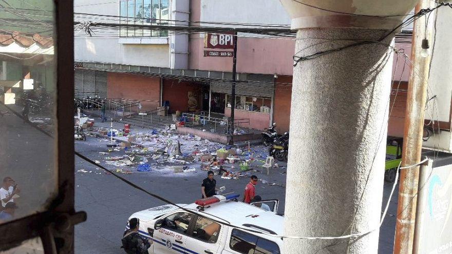 Filipinler'de alışveriş merkezinde patlama