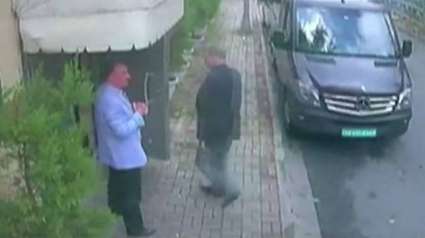 Khashoggi: Turkish TV shows images of man carrying bag on day journalist went to Saudi consulate