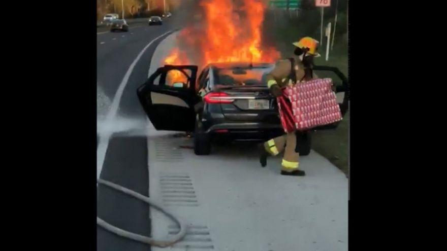 شاهد: أغرب عملية إنقاذ يقوم بها رجال الإطفاء في الولايات المتحدة