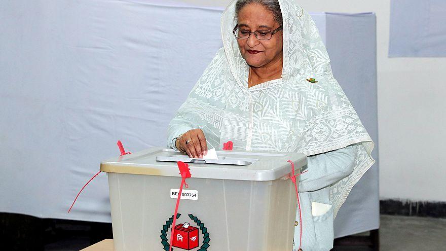 Başbakan Şey Hasina oyunu kullanırken, Dakka, Bangladeş