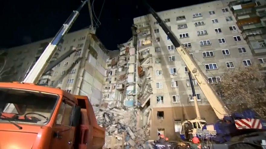 Gázrobbanás miatt omlott össze egy tömbház Oroszországban