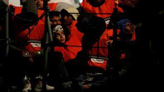 Malta fecha porto a navio com 49 migrantes