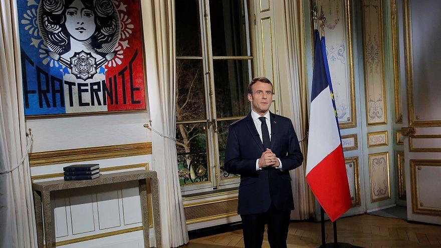 Macron yeni yıl mesajında sarı yeleklileri eleştirdi