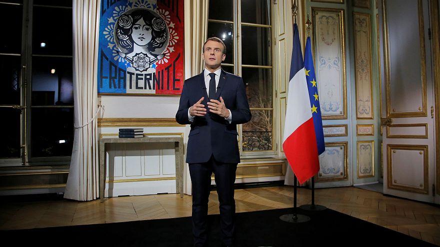 Discurso de Ano Novo de Macron dominado pelos coletes amarelos