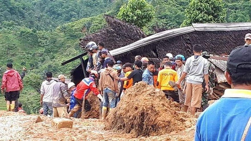 Pelo menos 15 mortos em deslizamento de terras