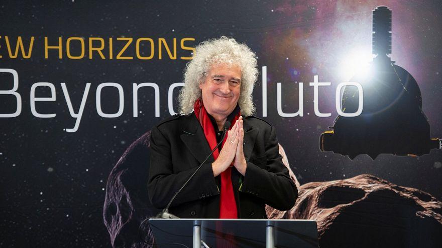 Queen Gitarrist und NASA feiern New Horizons Erfolg: 6,5 Mrd km weg
