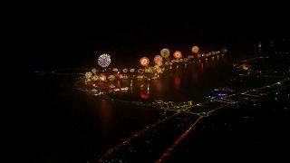 شاهد: أبو ظبي تحتفل بالعام الجديد بتحطيم رقم غينيس للألعاب النارية