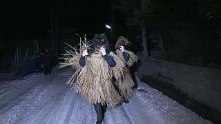 شاهد: أقنعة الشيطان لردع الأرواح الشريرة خلال العام الجديد في اليابان