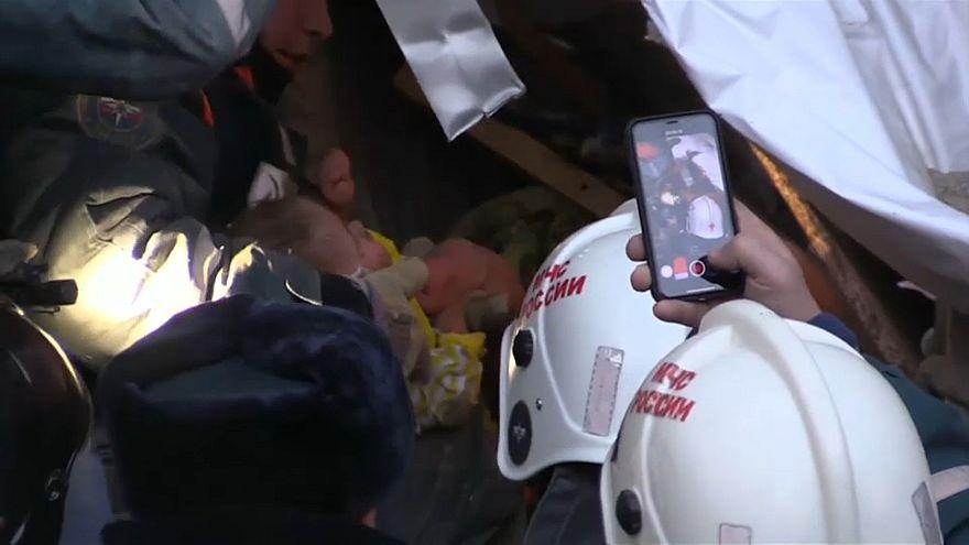 В Магнитогорске под завалами нашли живого ребёнка