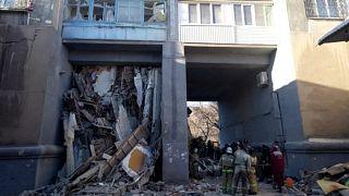 العثور على رضيع حي تحت أنقاض عقار بعد انفجار غازي في روسيا