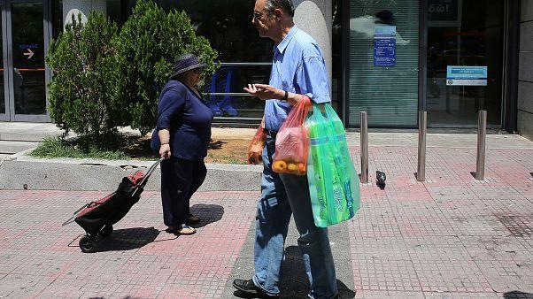 Στα €0,09 αυξάνεται η πλαστική σακούλα