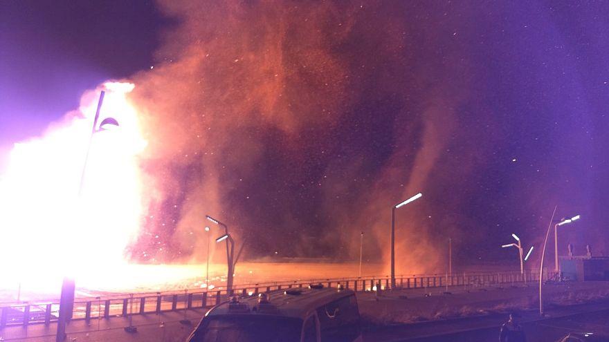 هولندا: الألعاب النارية تؤدي إلى اندلاع حريق هائل في منتجع قرب مدينة لاهاي