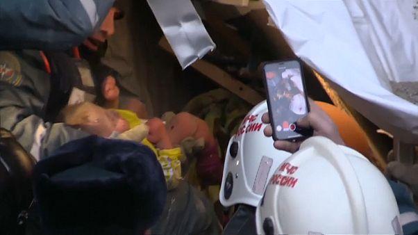 Bebé de 11 meses resgatado de escombros de explosão