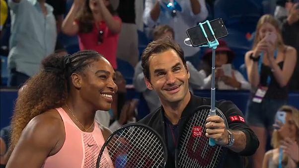 شاهد: صورة سيلفي لنجمي التنس روجر فيدرر وسيرينا وليامز