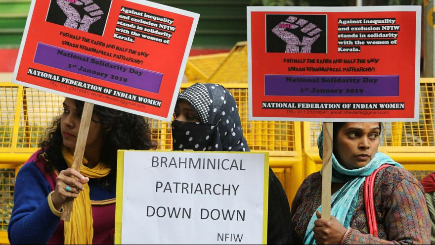 زنجیره ۶۲۰ کیلومتری زنان هندی در حمایت از لغو یک قانون زنستیزانه