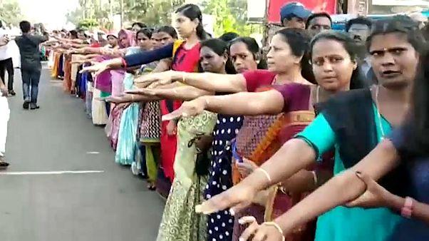 Hindistan: Kadınlar cinsiyet eşitliği için 600 kilometrelik etten duvar ördü