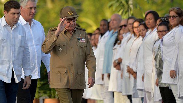 كاسترو يهاجم الولايات المتحدة في الذكرى الستين للثورة الكوبية