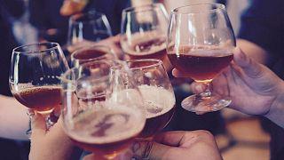 Infographie : dans quel pays européen dépense-t-on le plus en alcool?