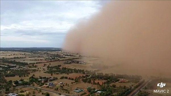 Avustralya: Yılın son günü  devasa kum fırtınası