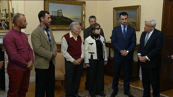Los 'héroes de Mati' ya tienen nacionalidad griega