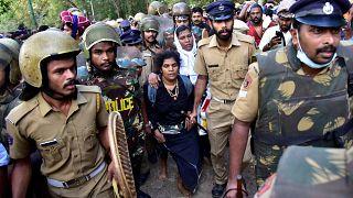 Indien: Zehntausende Frauen bilden eine Kette für Gleichberechtigung