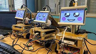رباتی که قرار است به دانشآموزان نوشتن بیاموزد