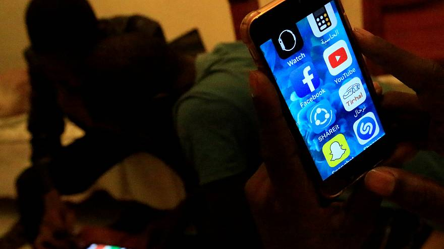 الحكومة السودانية تفرض رقابة واسعة على وسائل التواصل الاجتماعي