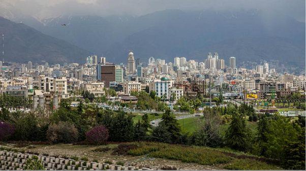 Tahran'ı kaynağı bilinmeyen pis koku sardı