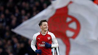 Özil'in menajeri son noktayı koydu: Arsenal'de kalıyor