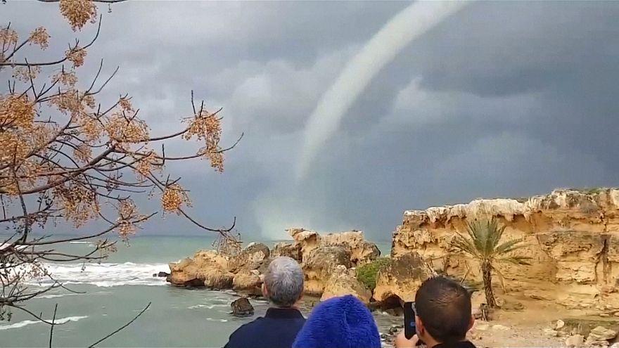 شاهد: شاهقة مائية بالقرب من سواحل قبرص