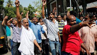 Indische Männer bei einer Demonstration