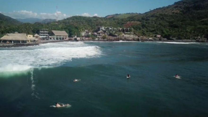 El Salvador quiere mejorar su imagen con el surf