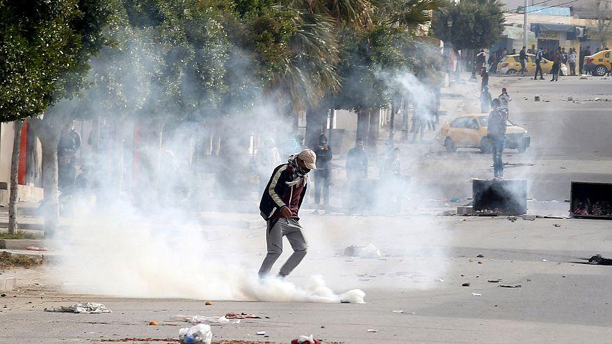 الداخلية التونسية: متشددان يفجران نفسيهما في اشتباك مع الشرطة في سيدي بوزيد
