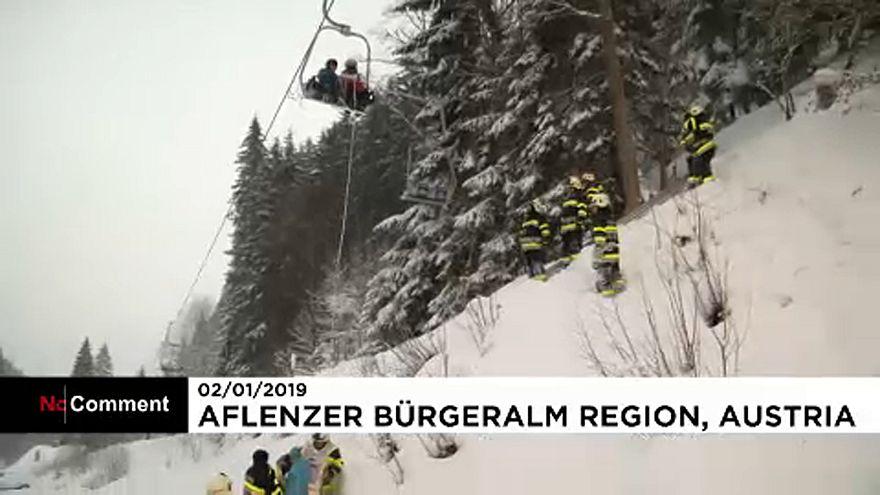 Turistas resgatados de um teleférico na Áustria