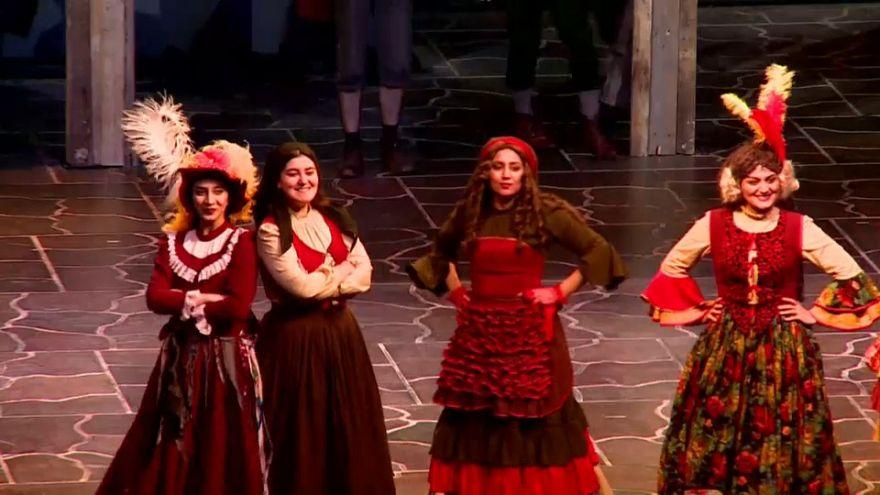 """Salle comble pour """"Les Misérables"""" à Téhéran"""