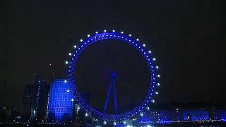 A l'occasion du nouvel an, le ciel londonien s'est couvert de lumières bleu