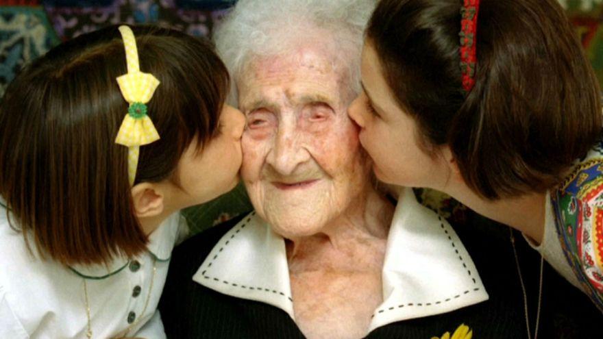 عالم رياضيات روسي يشكك في عُمر فرنسية توفيت عن 122 عاما