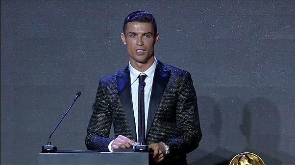 شاهد: رونالدو أفضل لاعب في العالم في حفل غلوب سوكر في دبي