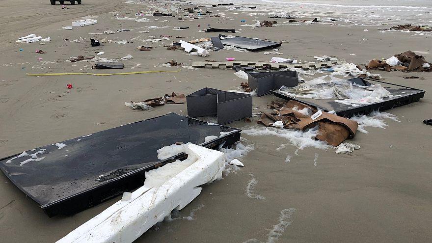 Un buque provoca un desastre en las playas holandesas