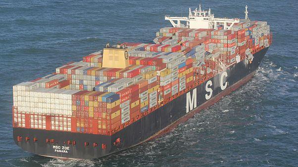 'هدایای آبآورده'؛ سقوط بیش از ۲۵۰ کانتینر کشتی باربری در ساحل هلند