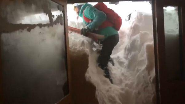 La neige paralyse la Pologne et la Grèce