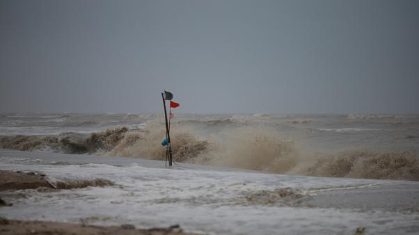 La tempesta Pabuk si abbatte sulla Thailandia