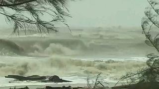 Megérkezett Thaiföldre a halálos vihar
