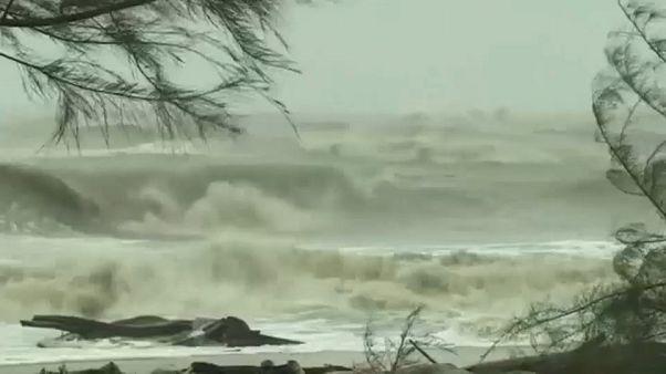 Неожиданный шторм накрыл Таиланд