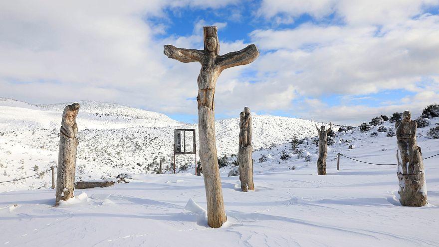 Γρεβενά: Η πυροσβεστική απεγκλώβισε από τα χιόνια βρέφος τριών ημερών
