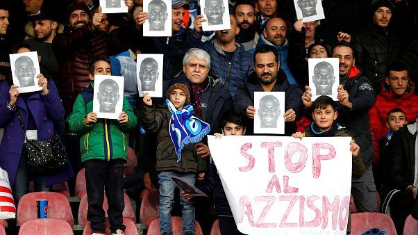 İtalyan futbolu: Tribünleri terk eden taraftarlardan Koulibaly tezahuratlarına ırkçılık manzaraları