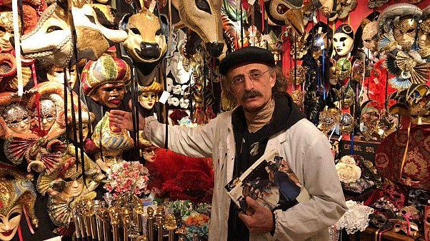 حمید صدیقی هنرمند ایرانی که در ونیز ماسک میسازد