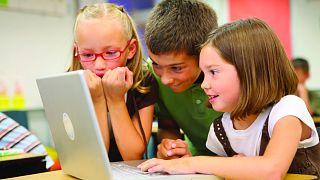 Araştırma: Çocukların ekrana uzun süre bakması sanıldığı gibi zararlı olmayabilir