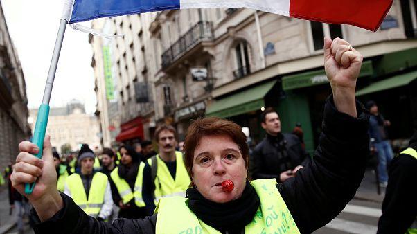 Tovább tüntetnek a sárgamellényesek a hétvégén